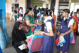 Free Cloth bags distrubution at  Kozhikode Railway Station  by Providence GHSS
